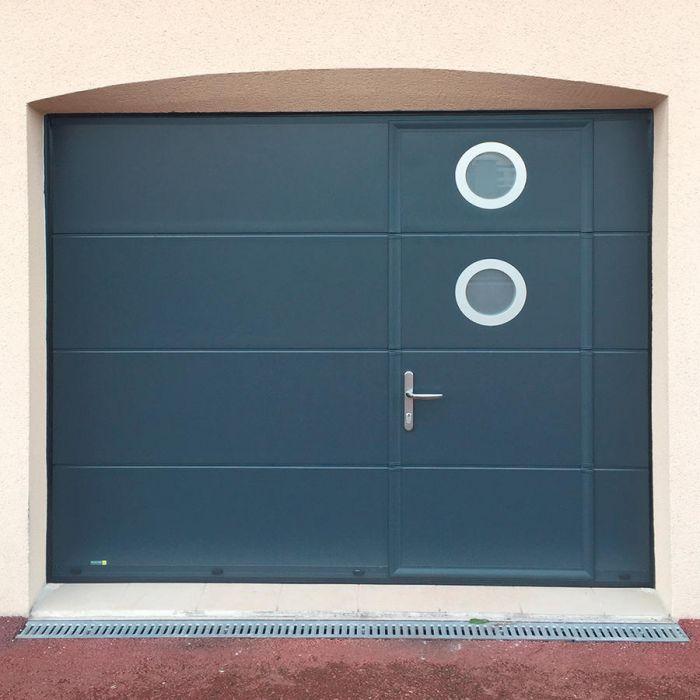 Porte Garage Ouverture Sectionnelle Plafond avec porte piéton à droite ou à gauche