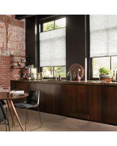 Le store plissé de fenêtre est disponible en format rectangulaire. Il s'adapte ainsi à toutes les fenêtres, fenêtres de toit, baies vitrées ou vérandas et vous protège efficacement du soleil. Installer par monsieur store Aubagne